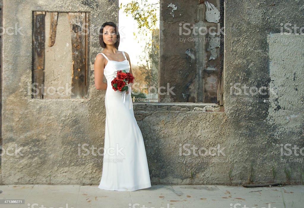 Невеста с Красные розы Букет стоковое фото