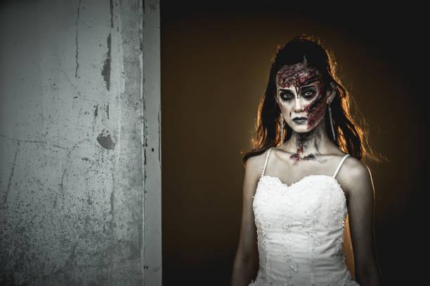 zombie braut. - brüllender tod stock-fotos und bilder