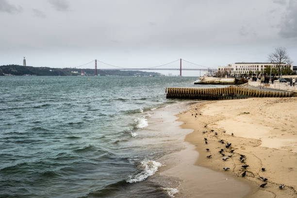 bridge 25 de abril, lisbon, portugal - rain clouds porto portugal imagens e fotografias de stock