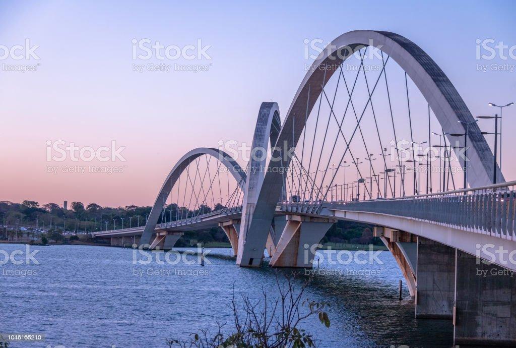 Pont JK et le Lac Paranoa à Sunset - Brasilia, Distrito Federal, Brésil - Photo