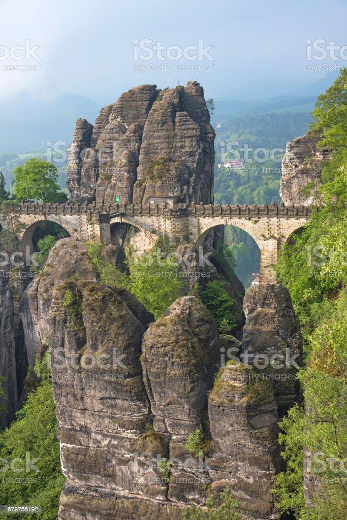 Pont entre les rochers près de Rathen (Allemagne), Europe (Sachsische Schweiz) photo libre de droits