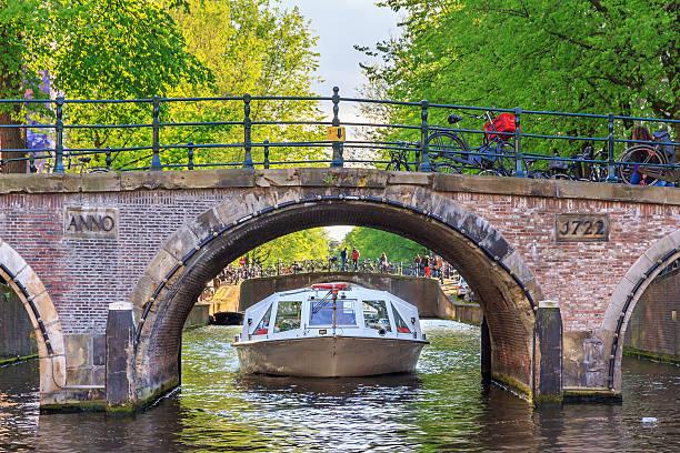 Brücke und Kanal-Kreuzfahrt – Foto
