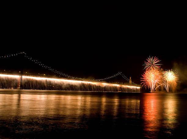 ponte de fogo de artifício - cristo rei lisboa imagens e fotografias de stock