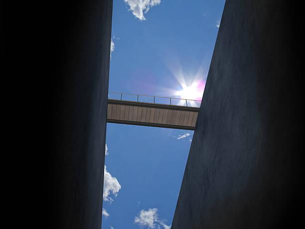 pont de ci-dessous - pont gênes photos et images de collection