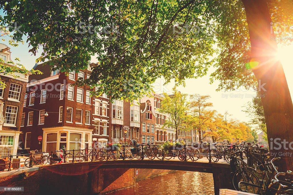 Puente en Amsterdam, Países Bajos - foto de stock