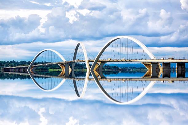 jk мост капитала в бразилиа, бразилия - бразилия стоковые фото и изображения