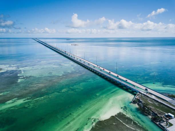 드 론 관점에서 플로리다 키의 다리 - 플로리다 미국 뉴스 사진 이미지