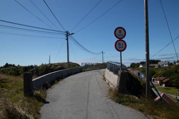 Brücke in Rovaer, Norwegen. – Foto