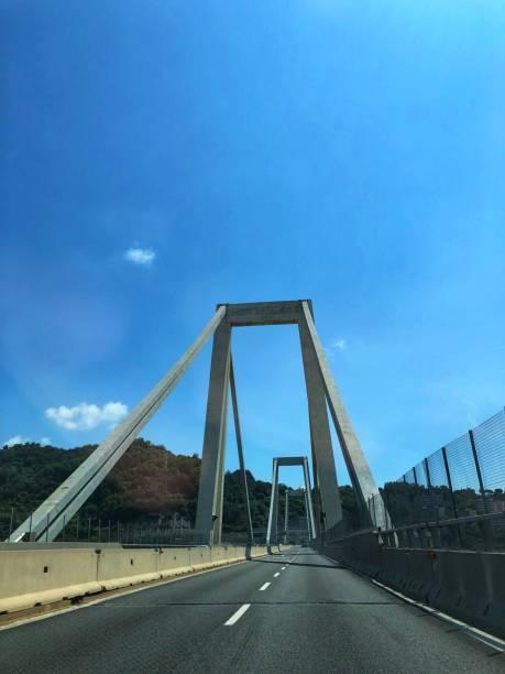pont morandi - genova - pont gênes photos et images de collection