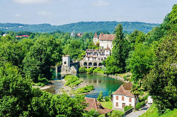 pont de la legende on the gave d'oloron - bearn stok fotoğraflar ve resimler