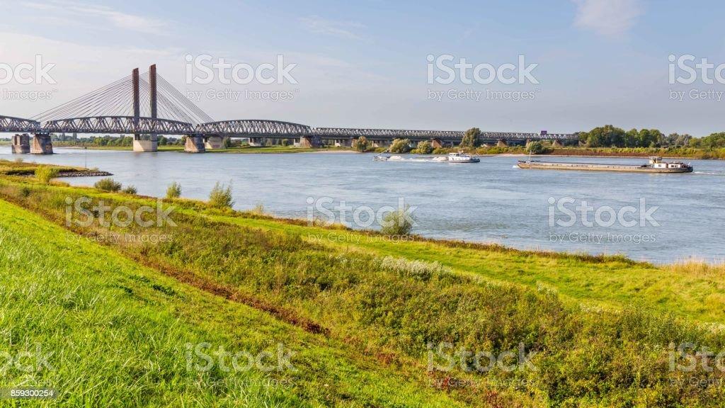 Puente de Zaltbommel, Países Bajos - foto de stock
