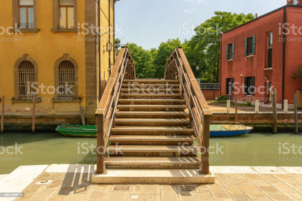 Brücke über einen kleinen Kanal in Venedig – Foto
