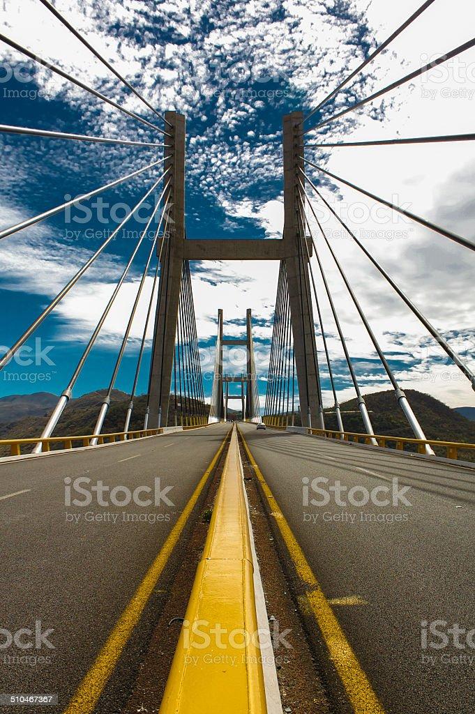 Puente de la autopista desde la ciudad de México para Acapulco vertical - foto de stock