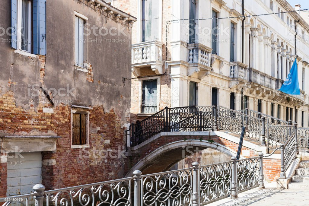 bridge over canal Rio de San severo in Venice photo libre de droits
