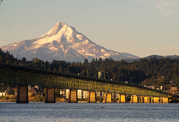 Bridge over Columbia to Hood River Oregon Cascade Mountian The draw bridge takes you across the Columbia River to Hood River Oregon in the Shadow of Mt Hood hood river valley stock pictures, royalty-free photos & images
