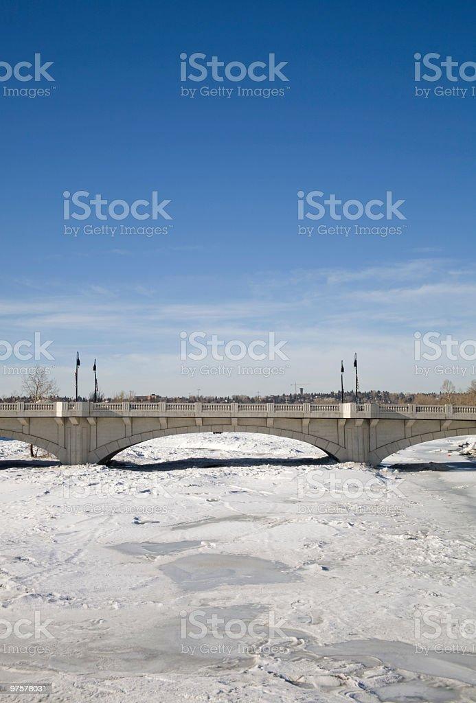 Brücke über gefrorene Flüsse - Lizenzfrei Architektur Stock-Foto