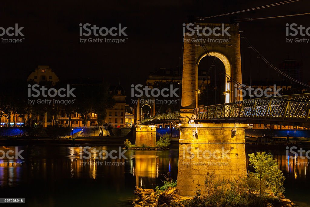 Bridge over Rhone river in Lyon, France at night photo libre de droits