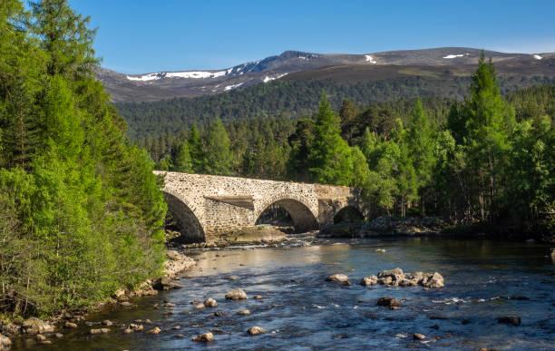 Ponte sobre o Rio Dee - foto de acervo