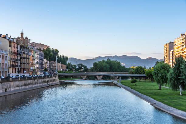 bridge over the segre river. balaguer lleida spain - lleida zdjęcia i obrazy z banku zdjęć