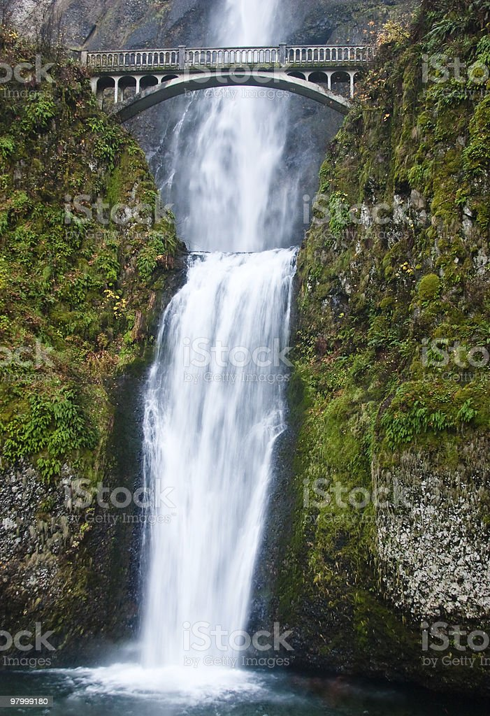 bridge over waterfall  multnomah falls royalty free stockfoto