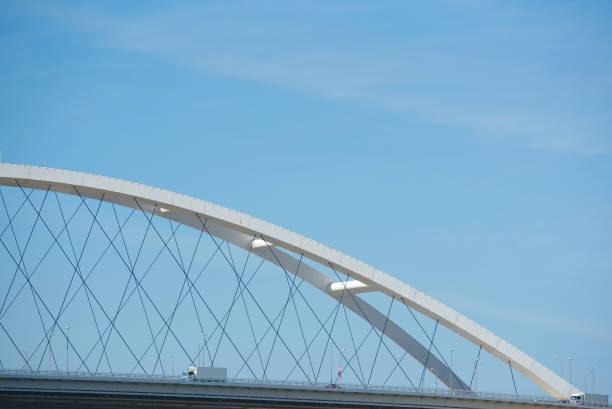 pont - demi cercle photos et images de collection