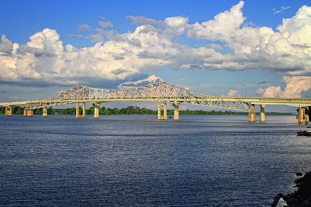 Bridge Bridge spanding the Tennessee river noth of Decatur Alabama. tennessee river stock pictures, royalty-free photos & images