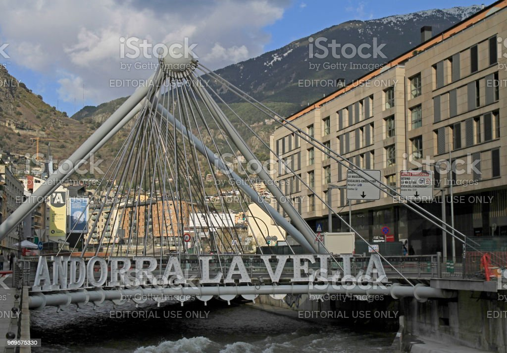 ponte Pont de Paris na capital de Andorra - foto de acervo