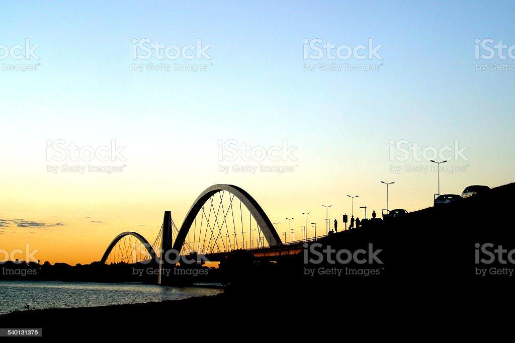 JK ponte silhueta sobre pôr do sol, Brasília, Brasil foto royalty-free