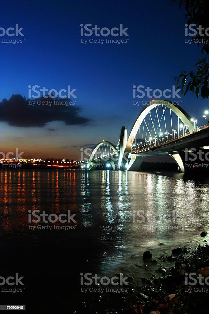 JK ponte ao pôr do sol no Paranoa Lake foto royalty-free