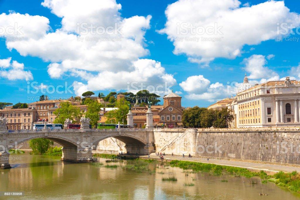 Bridge Tevere a Ponte Vittorio Emanuele II in Rome, Italy stock photo