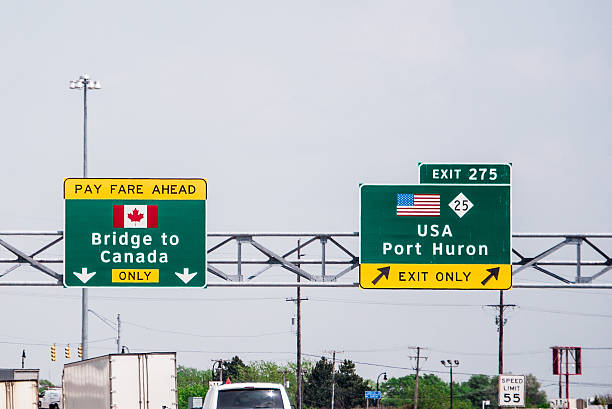 Bridge to Canada Sign US - Canada border highway direction sign geographical border stock pictures, royalty-free photos & images