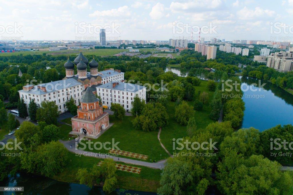 Brotorn på ön Izmailovsky i Moskva. - Royaltyfri Arkitektur Bildbanksbilder