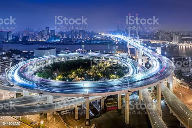 Brücke Verkehr Bei Nacht Stockfoto und mehr Bilder von Abenddämmerung