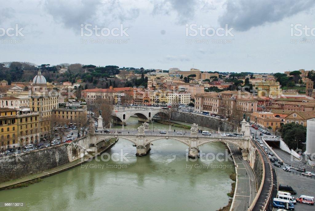 Broar av Tibre, Rom, Italien sett från terrassen i castel Sant'Angelo - Royaltyfri Bro Bildbanksbilder