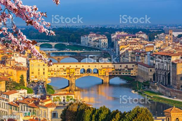 Bridges over arno river in florence at spring picture id650700422?b=1&k=6&m=650700422&s=612x612&h=urzxotoyrl6hzpvjiujczrnjssif0jfrynm3ityeowc=