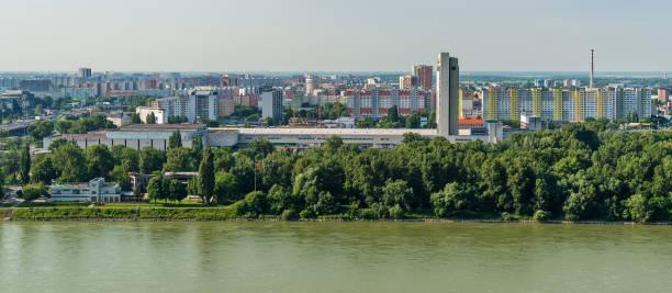 brücken über die donau in bratislava, slowakei. - bratislava hotel stock-fotos und bilder