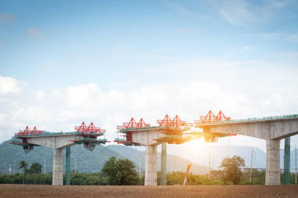 Brücken durch Berge – Foto