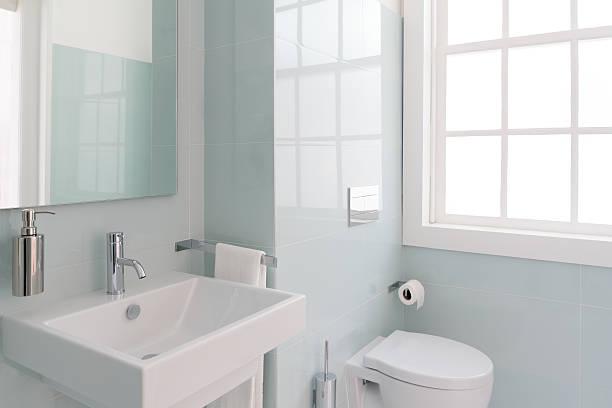 banheiro brilhante - banheiro instalação doméstica - fotografias e filmes do acervo