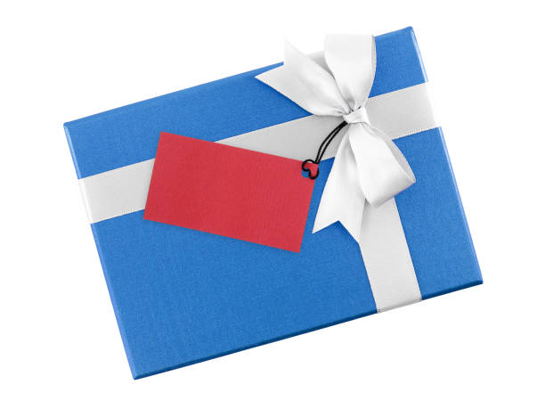 ホワイト リボン弓と白い背景で隔離のメッセージを記述するための空白の赤グリーティング カードと明るいブルーのギフト ボックス - 誕生日の贈り物 ストックフォトと画像