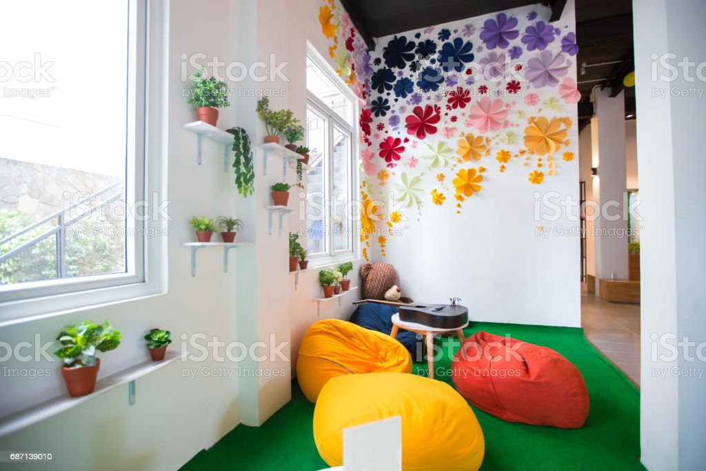Helle, farbenfrohe Gestaltung der Kinderzimmer-Aktivität – Foto