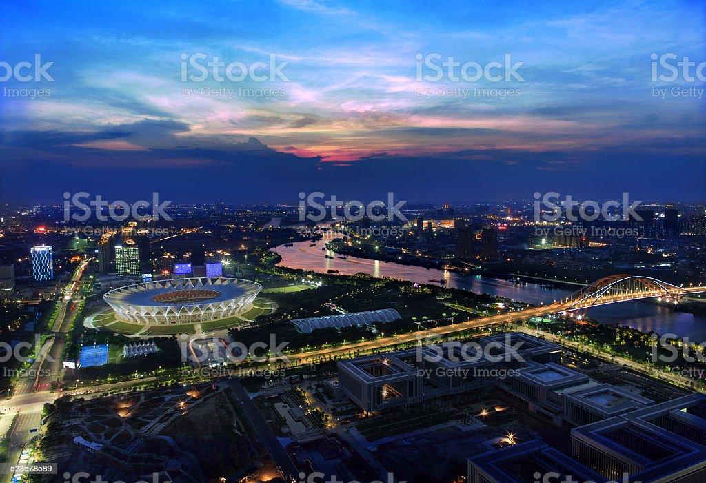 Helle & bunte Foshan-Stadt Landschaft bei Nacht – Foto