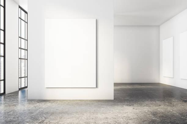 Hellen Beton Innenraum mit poster – Foto
