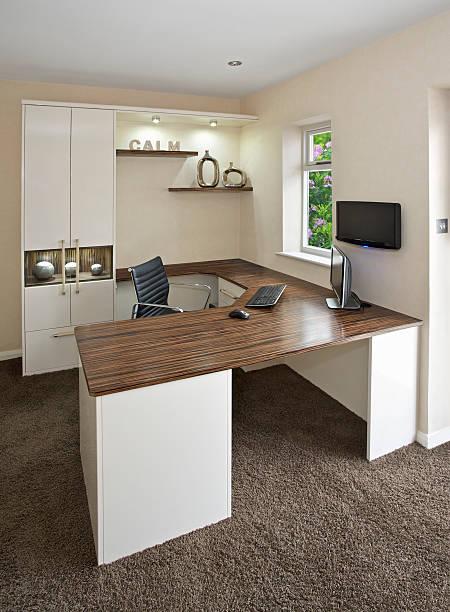 helle home büro - arbeitszimmer möbel stock-fotos und bilder