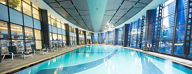 bright indoors swimming pool - comodidades para lazer - fotografias e filmes do acervo