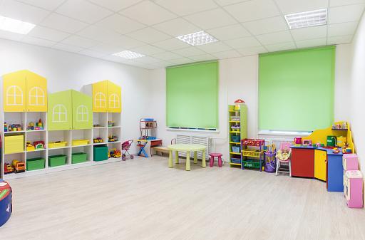 Bright Interior Of A Modern Kindergarten In Yellow And Green Stockfoto und mehr Bilder von Architektur