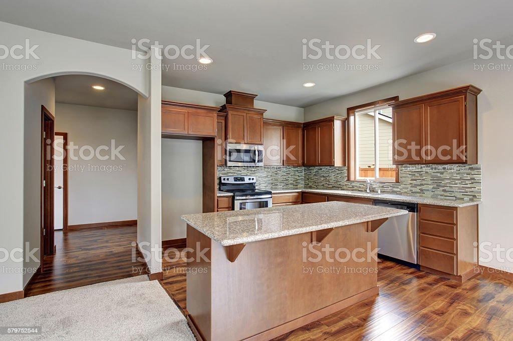 Bright Kitchen Room With Stainless Steel Appliances And Kitchen Island Stockfoto Und Mehr Bilder Von Arbeitsplatte