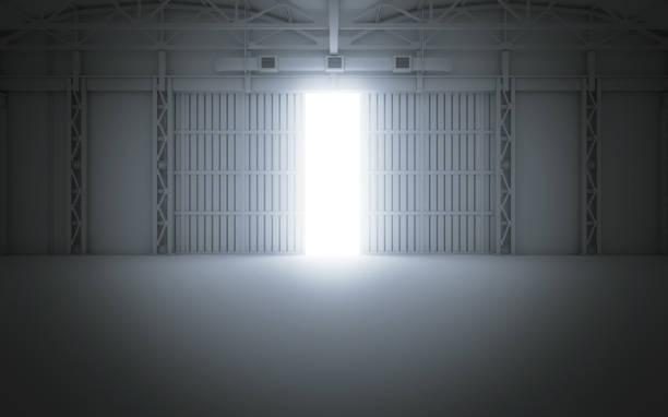 helles licht, das durch offene hangartüren. 3d-rendering - garagentor mit tür stock-fotos und bilder
