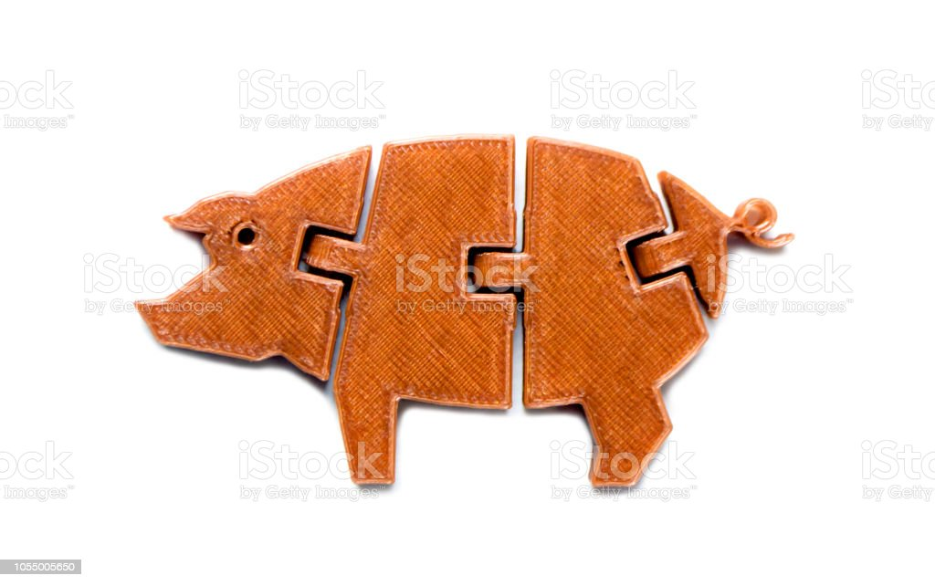 Luz brillante objeto amarillo en forma de juguete del cerdo impreso en Impresora 3d - foto de stock
