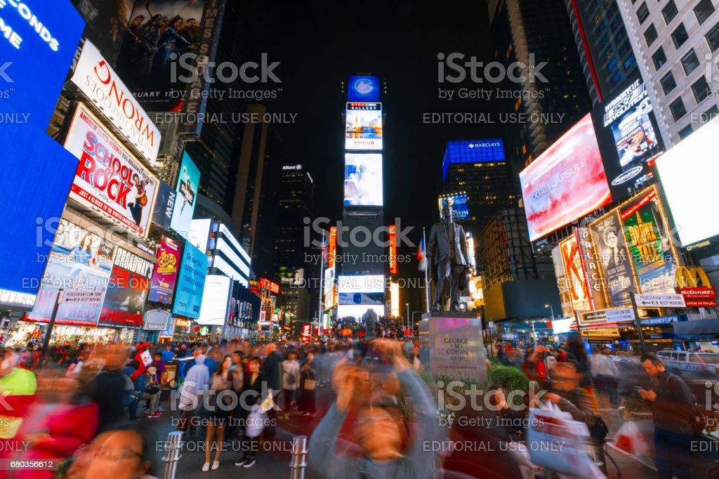 Luces de New York City Times Square por la noche. - foto de stock