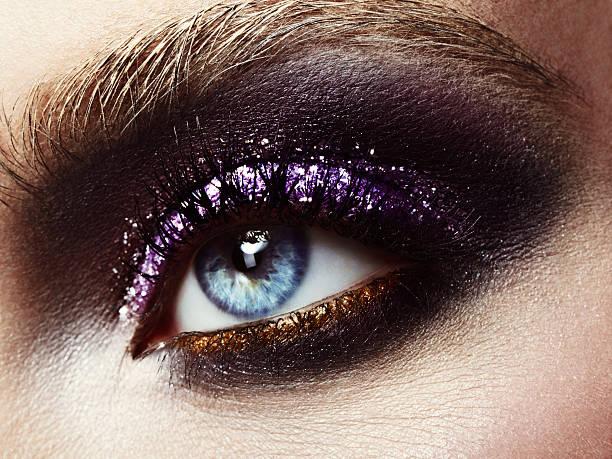 helles make-up mit glitter - lila augen make up stock-fotos und bilder